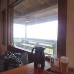 carib cafe - 窓から川平湾が一望できる