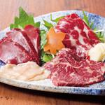 麹蔵 - 料理写真:馬刺し三種盛り合わせ