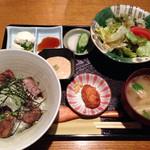 月の都 - 炭火焼牛タン&カルビ定食 1250円