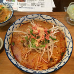 バンコクガーデン - ランチのトムヤムラーメン(春雨サラダ、デザート付き)