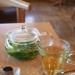 パークサイドカフェ - ハーブティーはフレッシュでいい香りでした。