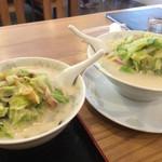徳丸レストラン - 右が並チャンポンで左が小チャンポン^^;