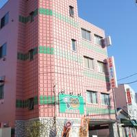 ぽんぽこ本゜舗 - ピンクの建物が目印
