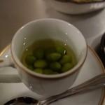 ロックウェルズ - お通しの出し汁漬け枝豆。。