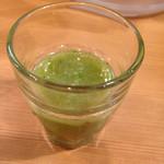 ikki - 最初に出されるリンゴと小松菜のジュース