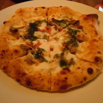 La Zucca di napoli - ピザチーズベースのビアンコ(きのことベーコン)