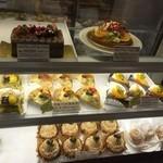 フルージュの森 - 美味しそうなケーキが並んでいます♪