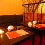 恋文酒場 かっぱ - 真っ赤なじゅうたんの2F席