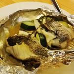 33533992 - 鱈のホイル焼き。バター、塩胡椒、コンソメ風の味付けのイメージのホイル焼きでした。