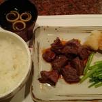33534789 - サイコロステーキ120gとバターソテーの野菜、マッシュポテト、三田米、みそ汁で千円