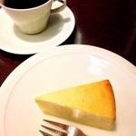 徳光珈琲 - 自家製チーズケーキとさっぽろビッセブレンド☆ チーズ感いっぱいの濃厚なチーズケーキ(*´∇`*)