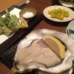食幹 ソラマチ - 岩手の真牡蠣と揚げ銀杏  たらの芽の磯辺揚げ 牡蠣美味でした