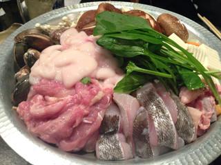 とり藤 福島店 - 地鶏鍋(海鮮入り)