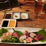 マルタケ鶏店 - 鶏のお刺身。ささみ、レバー、ハツ、トサカ、白子、エンガワ、ズリ。。。7品もあって1300円~は嬉しい~。