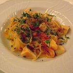 サリーレ - 帆立貝柱とパプリカ、アンチョビのトマトソースのスパゲッティーニ