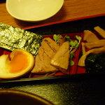 鮪 横綱亭 - つけ麺についてくる具、炙り鮪は美味しかったです。