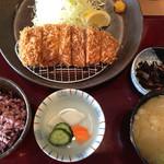 かつ太郎 - ロースカツ定食(中)