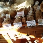 美味しいパンの研究工房 つむぎ - ドイツパンの棚