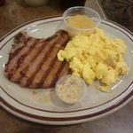 Wailana Coffee House - ポークチョップとスクランブルエッグ(チェックワゴンのセット)