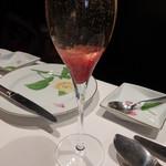 モナリザ - 2014年1月 食前の薔薇のジャムが入ったカクテル