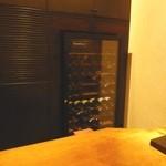 33545535 - 大きなワインセラーがあります