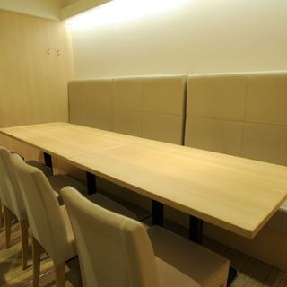 【シーン毎で選べる】個室とカウンターで異なる空間をレイアウト