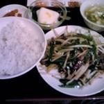 鴻福餃子王 - ランチのニラレバー