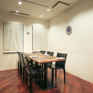 個室は少人数での会食にご利用出来ます。6名様まで可能です。