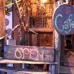かねよ食堂・カフェ・アートスタジオ -