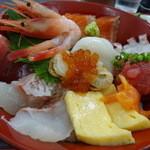 長谷川食堂 - 本日のおすすめ海鮮丼