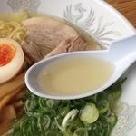 ラーメン河 - 塩ラーメン(700円)スープ