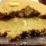 エクセルシオールカフェ - マカデミアナッツクッキーのアップ