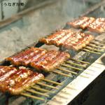 うなぎ川勢 - 料理写真:備長炭でじっくりと