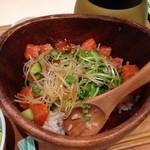 こめらく - サーモンとアボカド丼(ランチ¥980)
