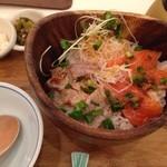 こめらく - 炙りマグロとサーモン丼(ランチ¥980)