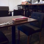 トラットリア ピノ - カフェっぽい店内