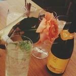 33556657 - お友達のバースデーだったので、お花とネーム入りワインをいただきました。