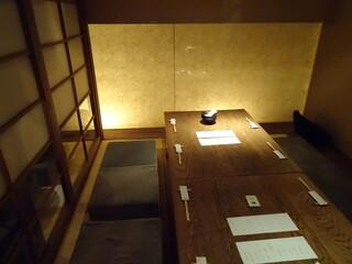 豆腐料理 空野 渋谷店 - 半個室的な席に着席です