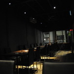 BAR ANAM - 落ち着いた雰囲気のテーブル席