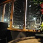 BAR ANAM - 浅草通りを眺められる人気の窓側のお席