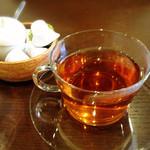 櫻井酒店 - 食後には紅茶がついています。