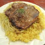 33562454 - 牛肉の薄切りステーキバターライススパゲティ添え