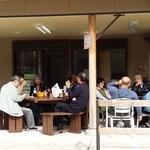 PaPaのパン屋 - 店舗前の交流サロン(パンとコーヒーで歓談)