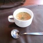 ガット ソリアーノ - 1500円ランチ。前菜はレストラン風なのに、スープはカフェ風