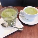 イシガキ ユーグレナガーデン - 緑汁150円とユーグレナラテ400円