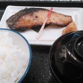 魚久 イートイン あじみせ 本店