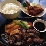 西洋食房 芝 - H.26.12.18.昼 おまかせランチ 1,750円の一口ステーキ・揚げ物・ライス
