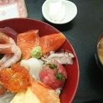 33568319 - 海鮮丼(1000円)