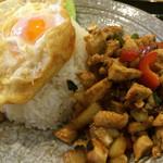 ホットペッパー1 - 鶏肉とバジル炒めのかけご飯(850円)