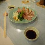 レストハウス - 地鶏のお刺身、ボリューム・味共に満点。甘めな醤油ダレがピッタリ。